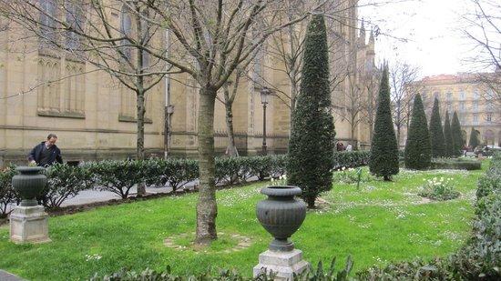 Catedral del Buen Pastor: Entorno