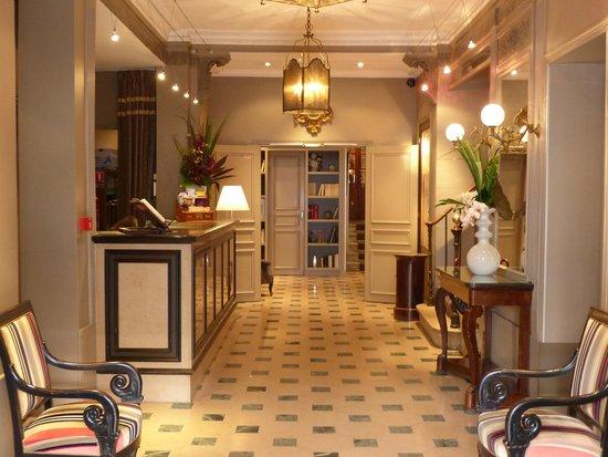 Louison Hotel: halle d'entrée