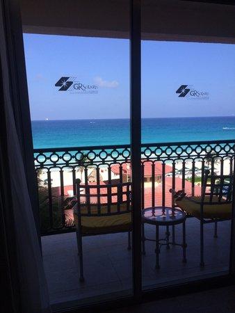 GR Solaris Cancun: panoramic view room! Ocean and pool views!