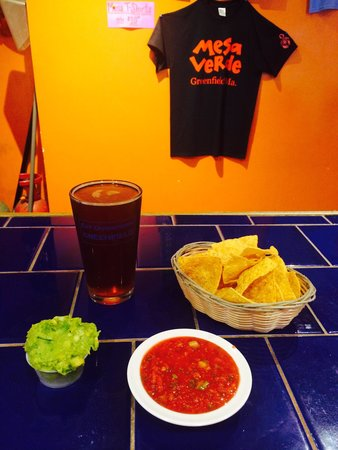 Mesa Verde: Chips, salsa, guacamole