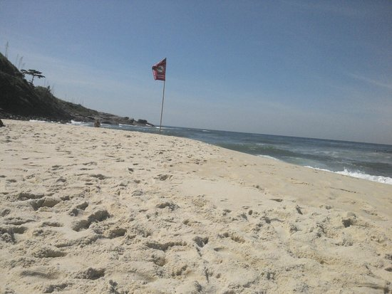 Prainha Beach: A praia fica entre rochas