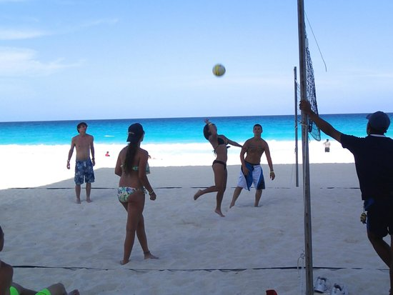 Crown Paradise Club Cancun: Beach volleyball