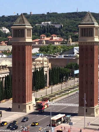 Catalonia Barcelona Plaza: Zoomed in shot