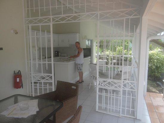 Marigot Beach Club and Dive Resort : outside kitchen