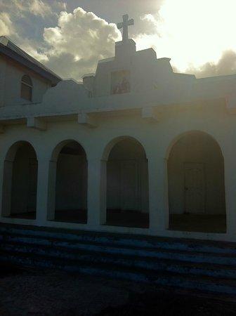 Taufua Beach Fales : churches