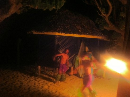 Taufua Beach Fales : Fia fia time!