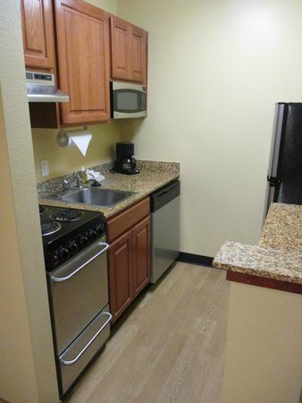 TownePlace Suites Birmingham Homewood : kitchen