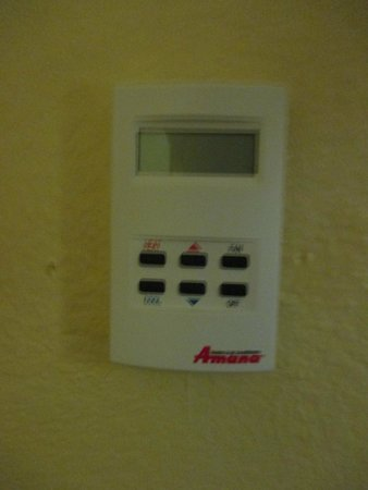 TownePlace Suites Birmingham Homewood : nonfunctioning thermostat