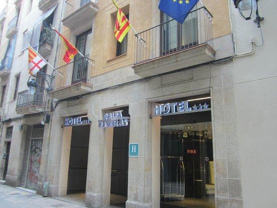 Dalia Ramblas: Front Entrance