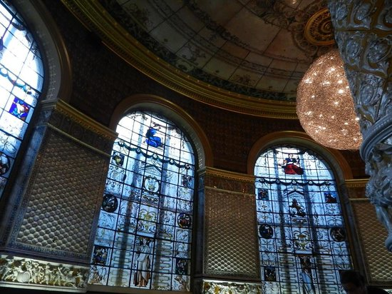V&A  - Victoria and Albert Museum : in the cafe inside the museum