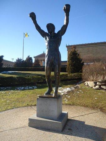 Rocky Statue : Estátua:)