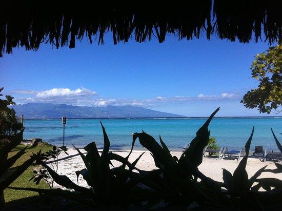 Sofitel Moorea Ia Ora Beach Resort : Vue depuis le bungalow plage - Vue sur Tahiti