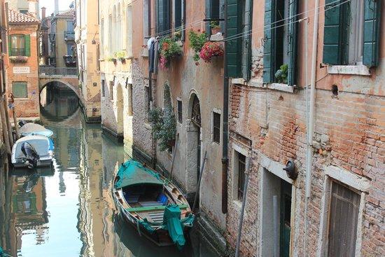 Venice Original Photo Walk and Tour : A quiet Venice waterway