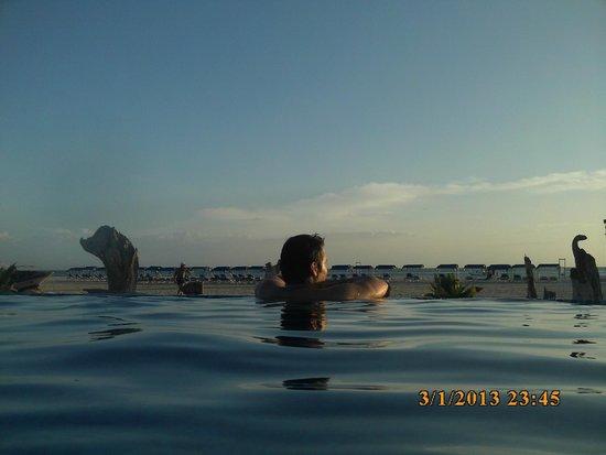SUNSOL Punta Blanca: pileta infinita