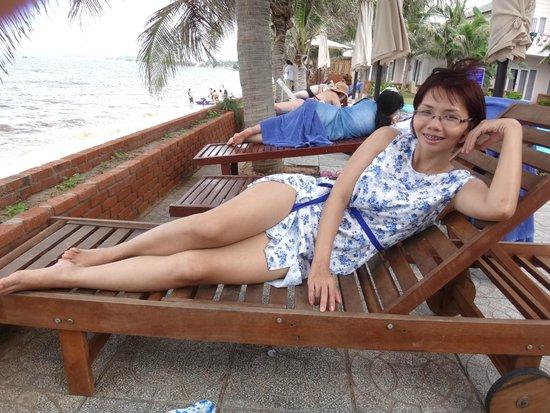 Mui Ne Paradise Beach Resort: at the swimming pool