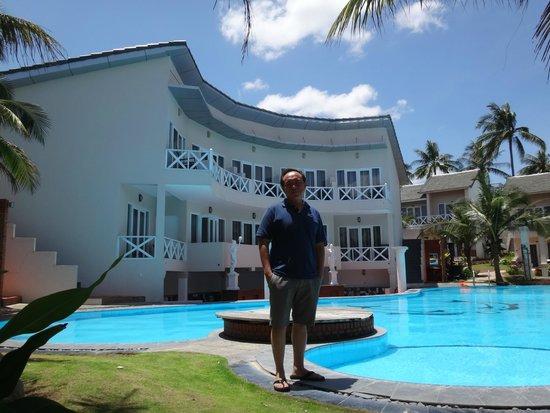 Mui Ne Paradise Beach Resort : at the swimming pool