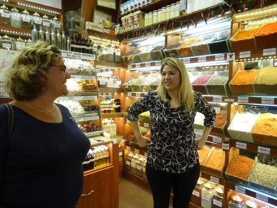 Turkish Flavours : Seline takes us to the spice market shop, Ucuzcular.