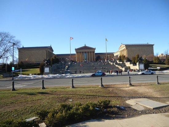Rocky Statue : Frente ao museu