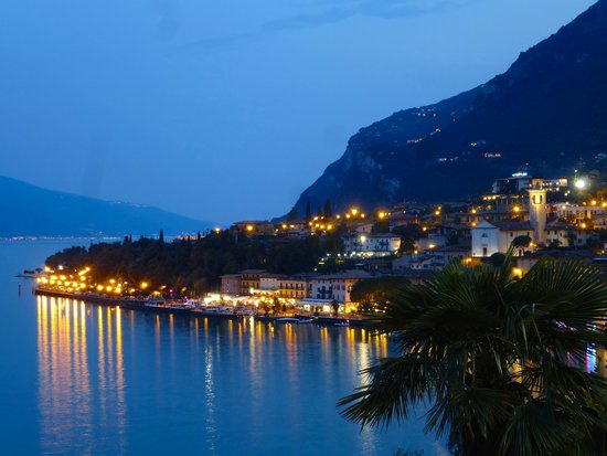 Hotel Splendid Palace: Limone from Hotel Splendid at night