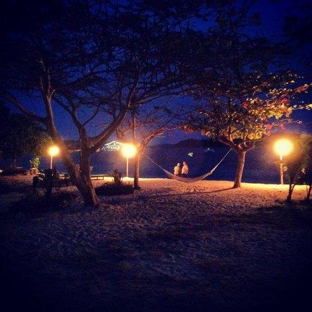 Nanuya Island Resort: nanuya at night