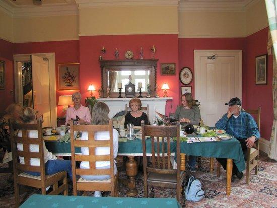 Oakwood Park Hotel: Dining room for breakfast.   Dinner ordered in advance.