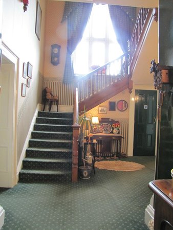 Oakwood Park Hotel: Stairs to bedrooms