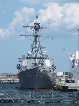 Victory Rover Naval Base Cruises : Arleigh Burke class guided missile destroyer