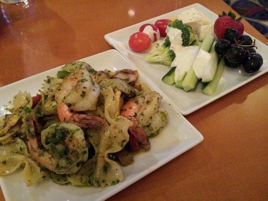 Renaissance Meadowlands Hotel: Bow tie pasta with jumbo shrimps