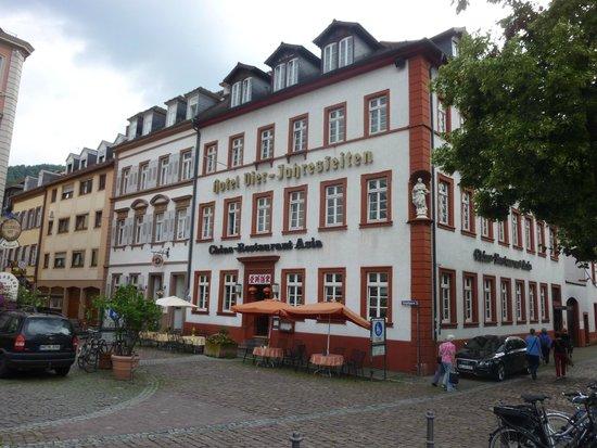 Hotel Vier Jahreszeiten: Hotel