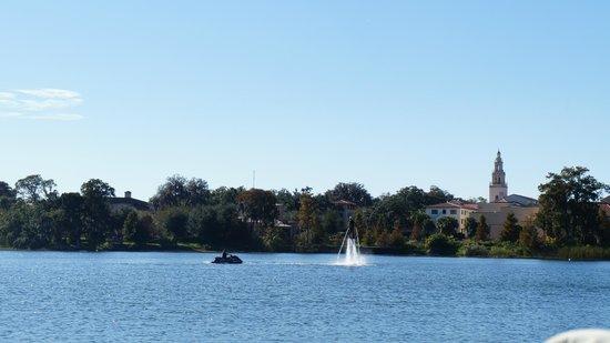 Scenic Boat Tour : Lago
