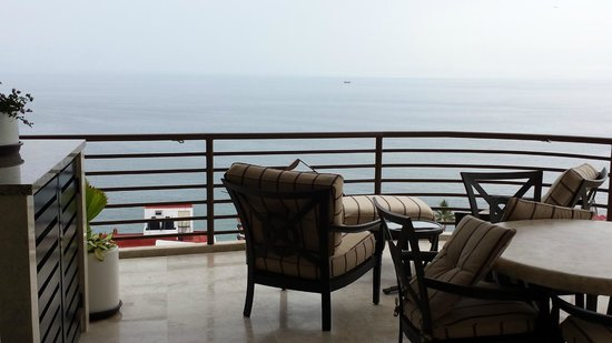 Resorts by Pinnacle 180: Balcony with chairs, table and BBQ