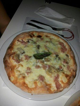 Artis Domus Relais: Pizza bianca cotto panna e funghi