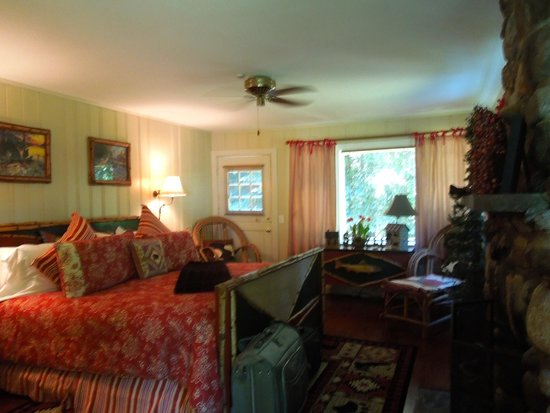 Inn at Bay Ledge: The Bear Room