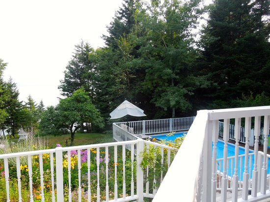 Inn at Bay Ledge: The pool from the balcony