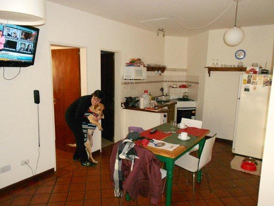 E Luru: Vista de la cocina comedor