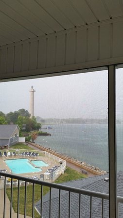 BayShore Resort: Perry's Monument by day