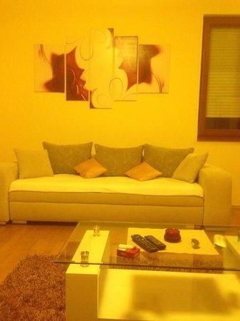 Trendy Deluxe Apartments: salon