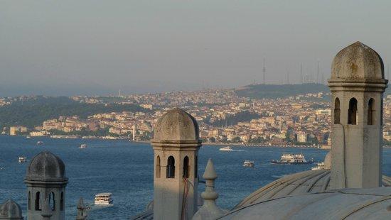 Mezquita de Suleiman o Mezquita de Süleymaniye: vsita desde el patio de la mezquita