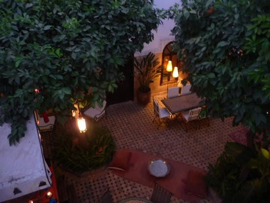 Riad Aguerzame : courtyard at night - view from room terrace