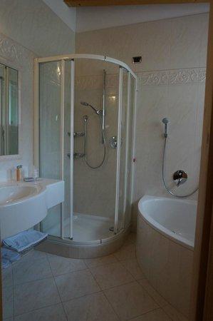 Giardin Boutique B&B: bathroom was spotless