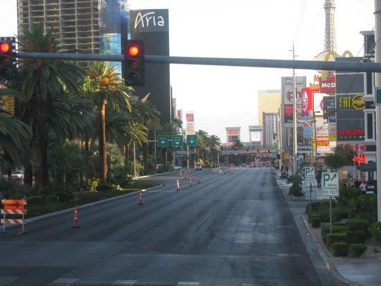 The Deuce : View of the Strip northbound around 6:30am