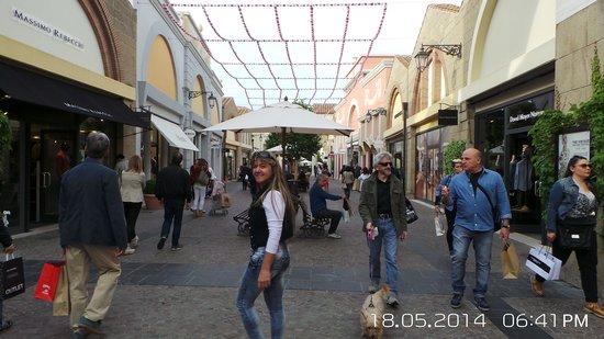 Castel Romano Designer Outlet: Lojas