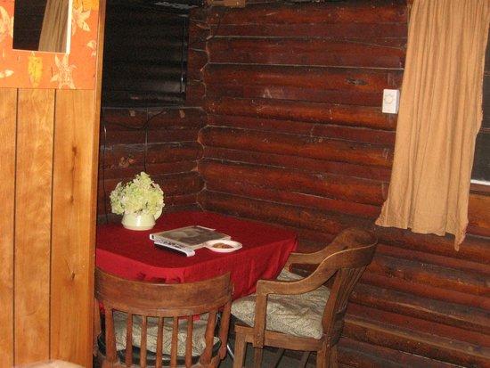 The Log Cabin Motel: Little Dining Room