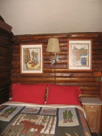 The Log Cabin Motel: Bedroom