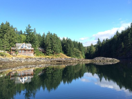 Gowlland Harbour Resort: The Beach House on the water