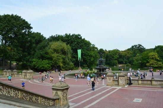 Bethesda Fountain: vista da fonte de cima do terraço