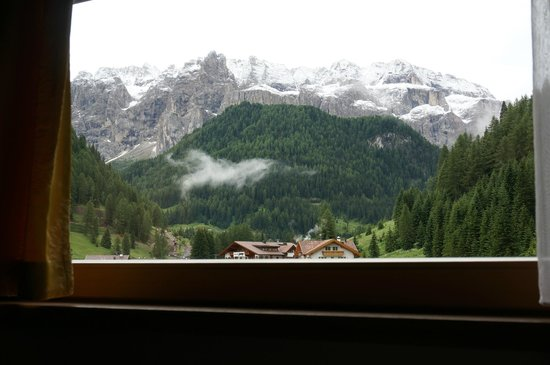 Giardin Boutique B&B : View of the Sella Group after a summer dusting of snow