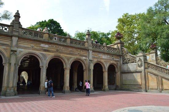 Bethesda Fountain: vista da galeria de arcos