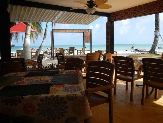 Cocoplum Beach Hotel: Restaurante