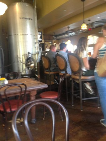 Ladyface Alehouse & Brasserie: Not even that packed still bad service